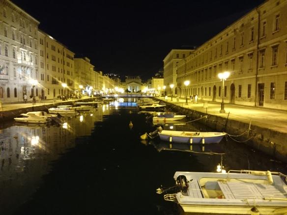 Le canal, de nuit